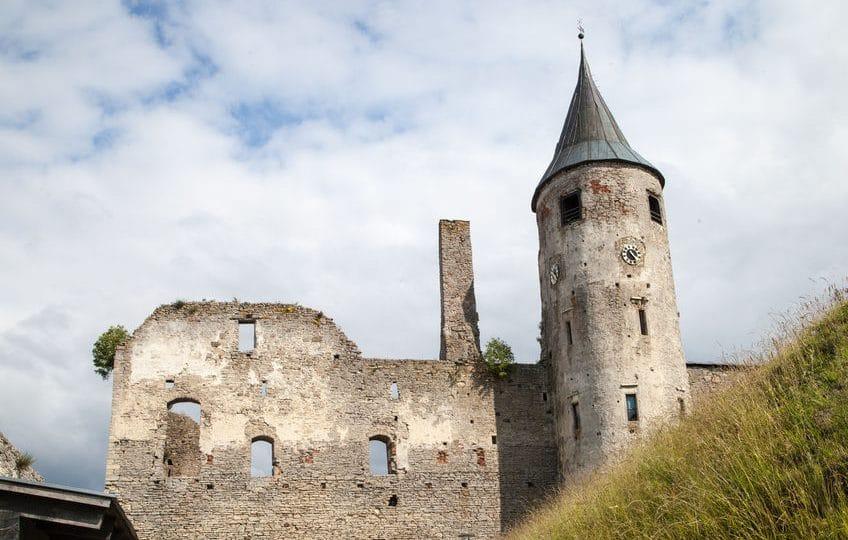 إستونيا - قلعة هابسالو: القلعة الأبرز في دولة إستونيا