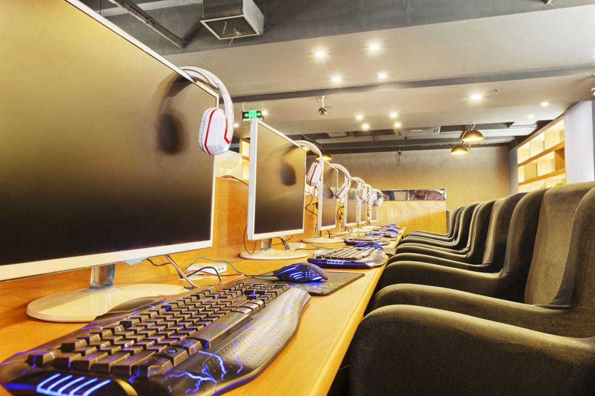 باريس - مقهى إنترنت CyberCafé Internet